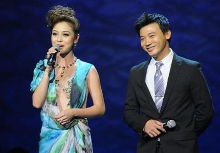 Ba quý ông điển trai đứng cạnh các bóng hồng tại Hoa hậu Việt Nam - Ảnh 2
