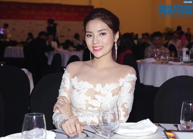 Hoa hậu Kỳ Duyên nổi bật trong tiệc từ thiện của Hoa hậu Hoàn vũ Việt Nam 2015 - Ảnh 1