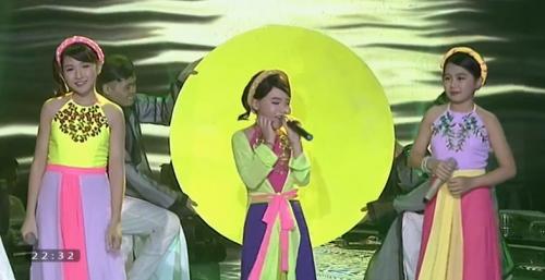 Giọng hát Việt Nhí 2015 liveshow 4: Công Quốc giả gái siêu đáng yêu - Ảnh 12