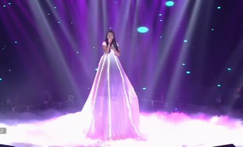 Giọng hát Việt Nhí 2015 liveshow 4: Công Quốc giả gái siêu đáng yêu - Ảnh 7
