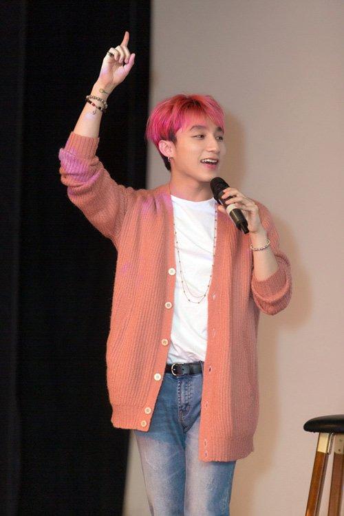 """Sơn Tùng """"chất lừ"""" với mái tóc hồng cá tính - Ảnh 6"""