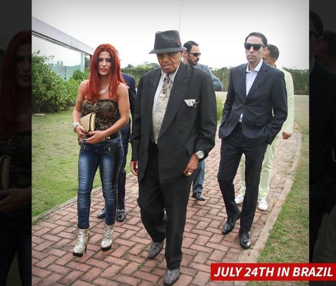 Cha Michael Jackson nhập viện vì nghi sử dụng Viagra quá liều - Ảnh 1