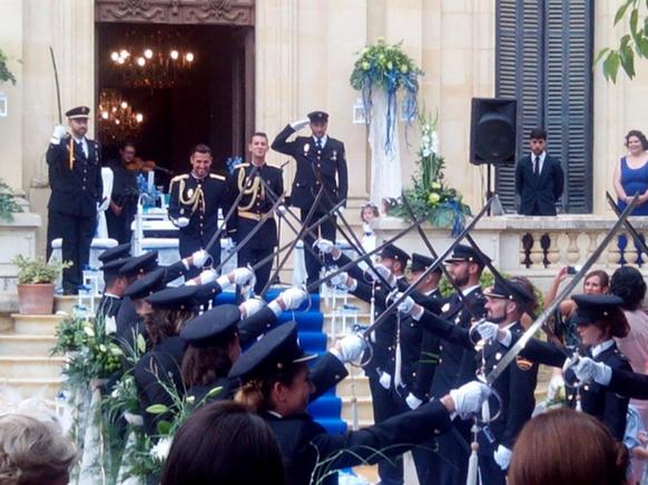 Đám cưới của hai nam cảnh sát ở Tây Ban Nha - Ảnh 1