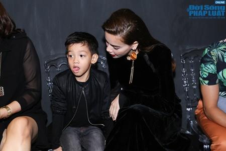 Hồ Ngọc Hà dẫn con trai đi xem thời trang - Ảnh 5