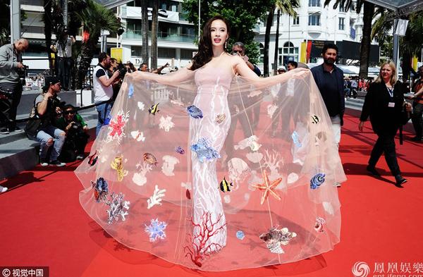 Vừa được khen nức nở tại Cannes, Angela Phương Trinh lại lố lăng phản cảm - Ảnh 2