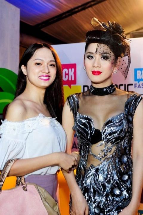 Tin tức giải trí nổi bật tuần qua: Người đẹp Việt khóc lóc, lời qua tiếng lại - Ảnh 2