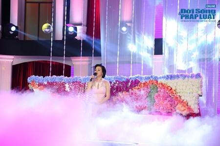 Tình khúc vượt thời gian tháng 6: Vy Oanh tái hiện hình ảnh cố danh ca Ngọc Lan - Ảnh 3
