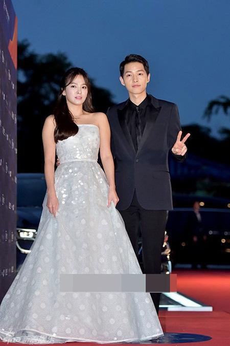 """""""Song - Song couple"""" xuất hiện như cô dâu chú rể khiến fan sôi sục - Ảnh 3"""