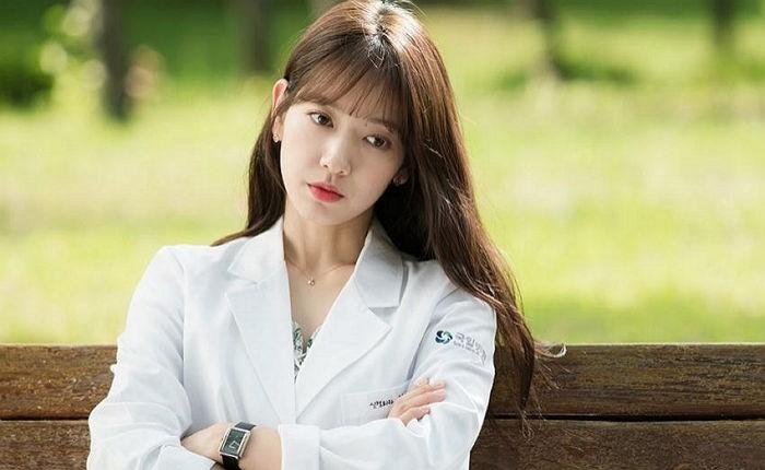 """Park Shin Hye nhảy điệu """"shy shy shy"""" trên phim trường Doctors - Ảnh 1"""