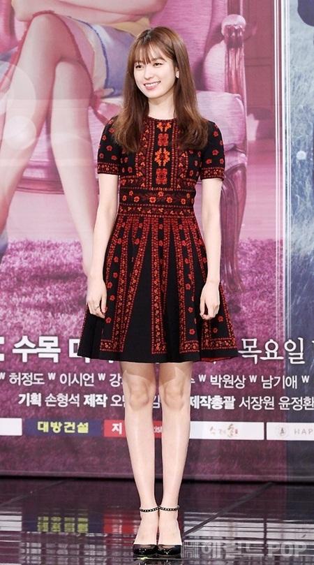 """Lee Jong Suk - Han Hyo Joo """"tình bể bình"""" trong họp báo """"Hai thế giới"""" - Ảnh 1"""