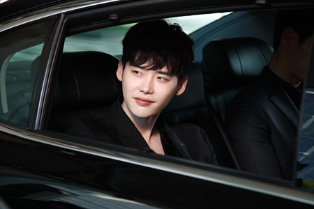 """Hai thế giới: Cuộc gặp đầu tiên """"đẫm máu"""" của Han Hyo Joo và Lee Jong Suk - Ảnh 4"""