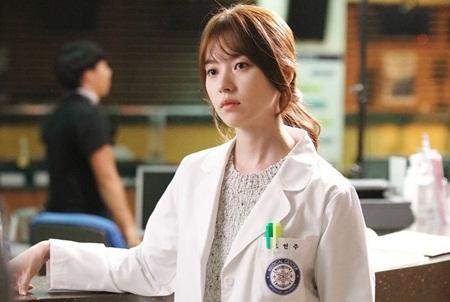 """Hai thế giới: Cuộc gặp đầu tiên """"đẫm máu"""" của Han Hyo Joo và Lee Jong Suk - Ảnh 5"""