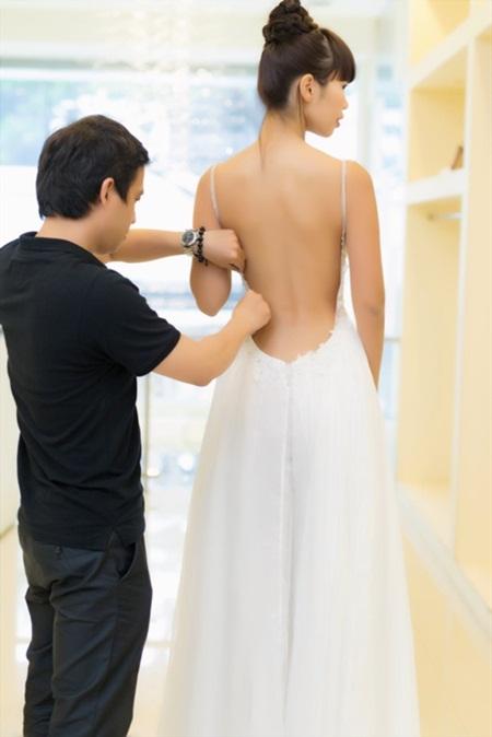 Tiết lộ váy cưới giúp Hà Anh trở thành cô dâu sexy nhất Việt Nam - Ảnh 4