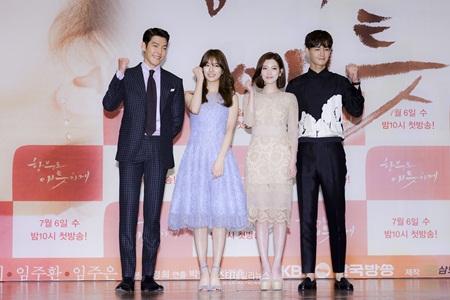 Kim Woo Bin đỡ lời giúp Suzy khi bị hỏi đến Lee Min Ho - Ảnh 2