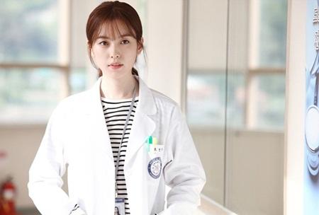 """Sau """"Doctors"""", còn những phim Hàn nào không thể bỏ qua? - Ảnh 4"""