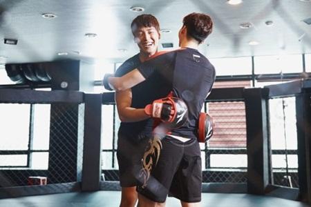 """""""W - Hai thế giới"""" tập 5: Hé lộ hình ảnh trên sàn đấu của Lee Jong Suk - Ảnh 3"""