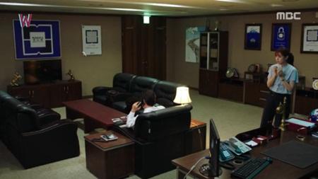 """W - Hai thế giới"" tập 11: Lee Jong Suk sắp bị biến mất - Ảnh 6"