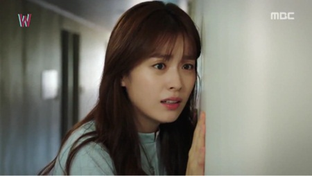 """W - Hai thế giới"" tập 11: Lee Jong Suk sắp bị biến mất - Ảnh 7"