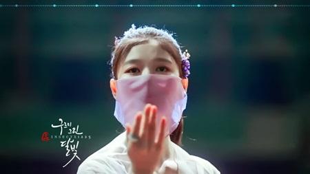 """Diễn xuất mê hoặc của Kim Yoo Jung trong """"Mây họa ánh trăng"""" chinh phục khán giả - Ảnh 1"""