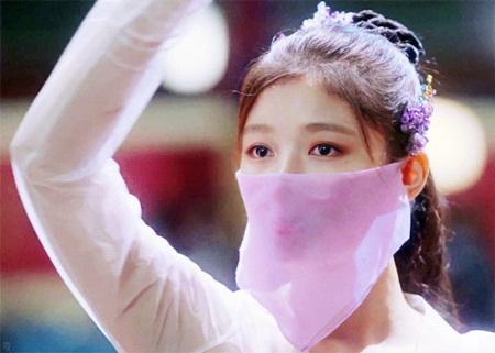"""Diễn xuất mê hoặc của Kim Yoo Jung trong """"Mây họa ánh trăng"""" chinh phục khán giả - Ảnh 4"""