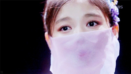 """Diễn xuất mê hoặc của Kim Yoo Jung trong """"Mây họa ánh trăng"""" chinh phục khán giả - Ảnh 5"""