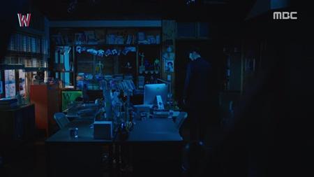 """""""W - Hai thế giới"""" tập 5: Lee Jong Suk từ người hùng hóa kẻ sát nhân - Ảnh 8"""