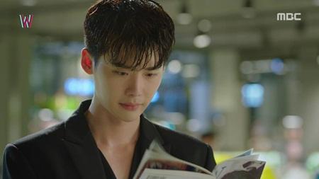 """""""W - Hai thế giới"""" tập 5: Lee Jong Suk từ người hùng hóa kẻ sát nhân - Ảnh 3"""