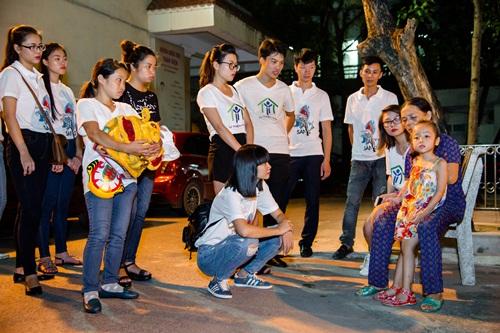 Hạ Vy mang niềm vui Trung thu đến với trẻ em bại não bệnh viện Châm cứu TƯ - Ảnh 7