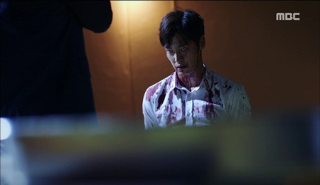 """""""Hai thế giới"""" tập 15: Bị tuyên án tử, Lee Jong Suk tẩu thoát ngoạn mục - Ảnh 8"""