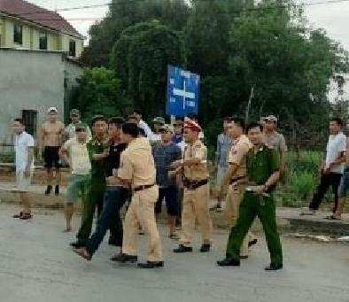 Khởi tố 2 đối tượng tấn công lực lượng cảnh sát giao thông - Ảnh 1