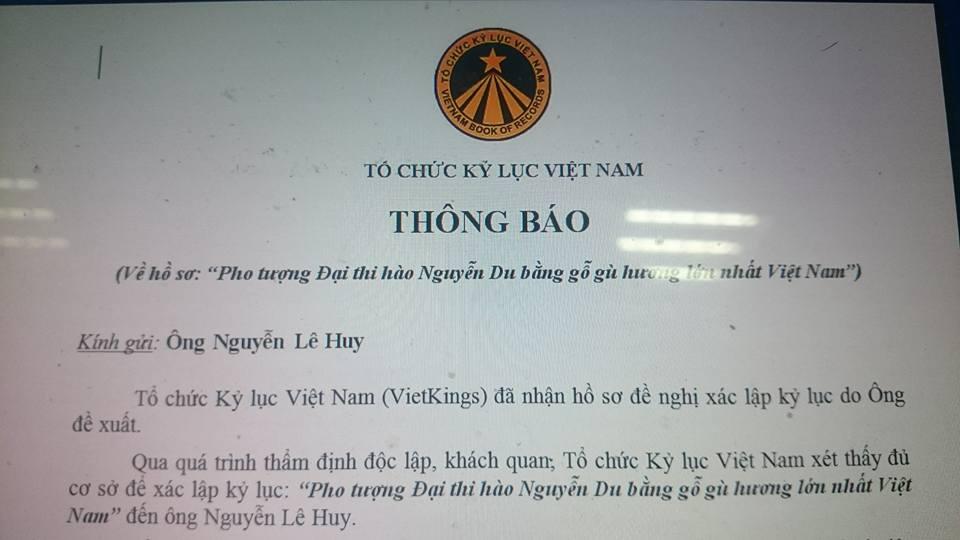 Xác lập kỷ lục cho pho tượng gỗ Đại thi hào Nguyễn Du lớn nhất Việt Nam - Ảnh 1
