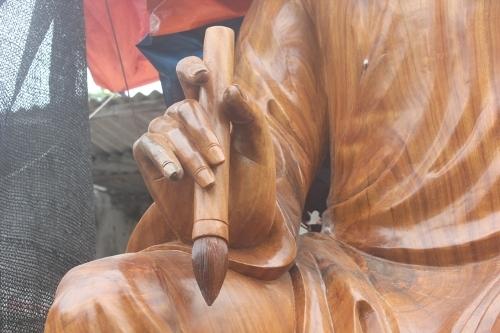 Xác lập kỷ lục cho pho tượng gỗ Đại thi hào Nguyễn Du lớn nhất Việt Nam - Ảnh 3