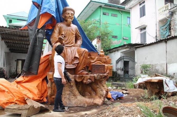 Xác lập kỷ lục cho pho tượng gỗ Đại thi hào Nguyễn Du lớn nhất Việt Nam - Ảnh 2