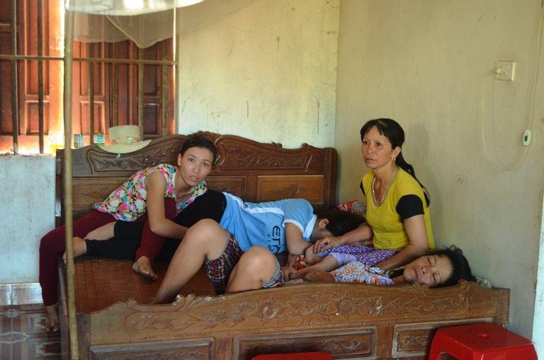 Nỗi đau người nhà nạn nhân trong vụ nổ xe khách tại Lào - Ảnh 2