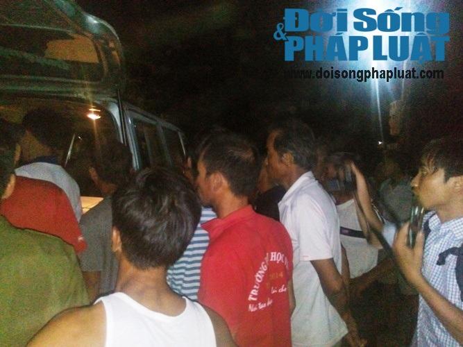 Trắng đêm chờ đón thi thể các nạn nhân trong vụ nổ xe kinh hoàng - Ảnh 3