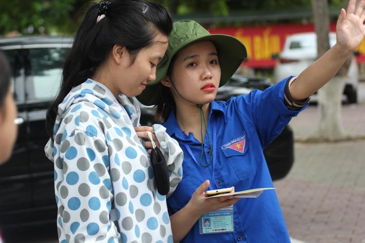 Hàng ngàn thí sinh miền Trung làm thủ tục dự thi THPT Quốc gia 2016 - Ảnh 4
