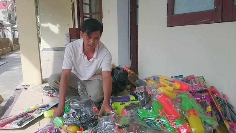 Hàng loạt đồ chơi bạo lực của trẻ em bị phát hiện và thu giữ - Ảnh 2