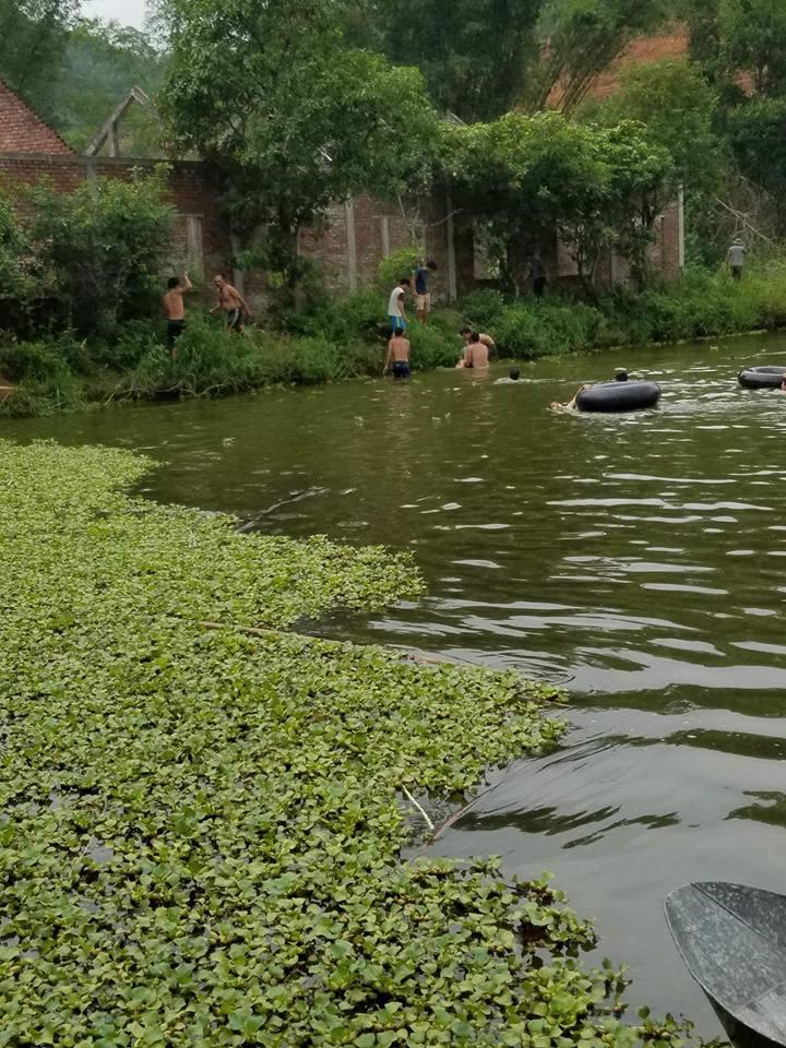 Hai bố con chết đuối thương tâm khi tập bơi - Ảnh 1