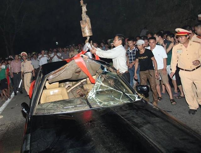 Một người chết trong chiếc xe biển xanh nằm dưới suối sâu - Ảnh 3