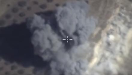 Nga đánh sập căn cứ IS, 300 lần không kích mỗi ngày - Ảnh 1