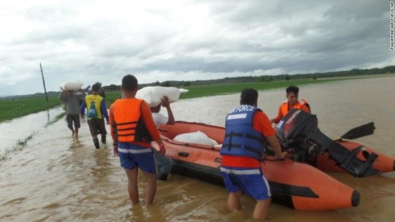 Chùm ảnh: Siêu bão Koppu khiến 20.000 người phải di tán - Ảnh 1