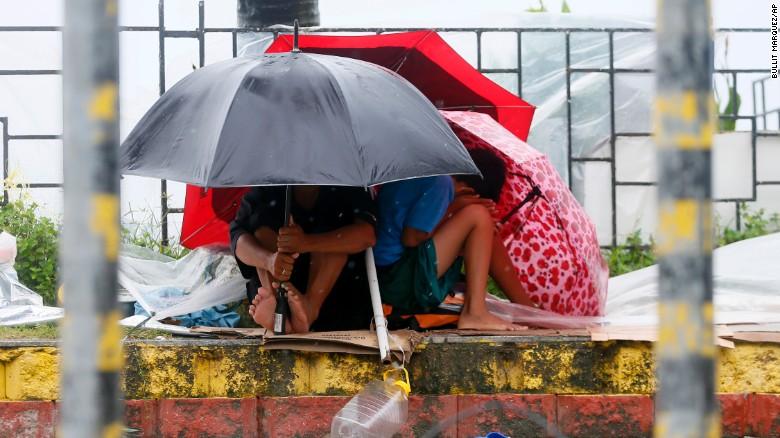 Chùm ảnh: Siêu bão Koppu khiến 20.000 người phải di tán - Ảnh 3