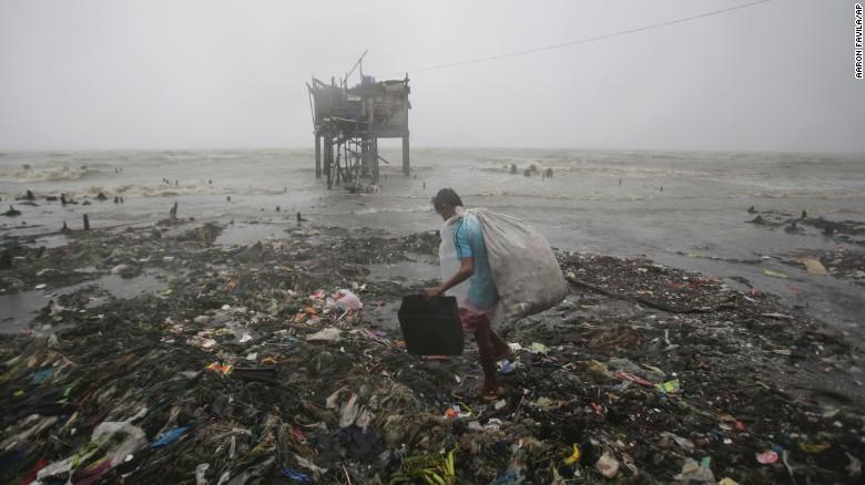 Chùm ảnh: Siêu bão Koppu khiến 20.000 người phải di tán - Ảnh 4