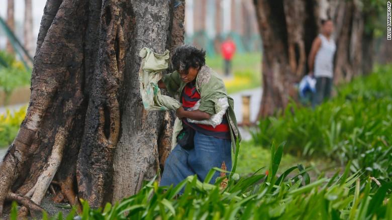 Chùm ảnh: Siêu bão Koppu khiến 20.000 người phải di tán - Ảnh 6