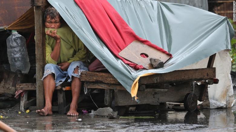 Chùm ảnh: Siêu bão Koppu khiến 20.000 người phải di tán - Ảnh 7