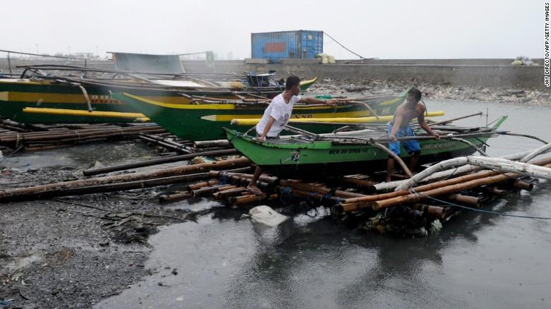 Chùm ảnh: Siêu bão Koppu khiến 20.000 người phải di tán - Ảnh 8