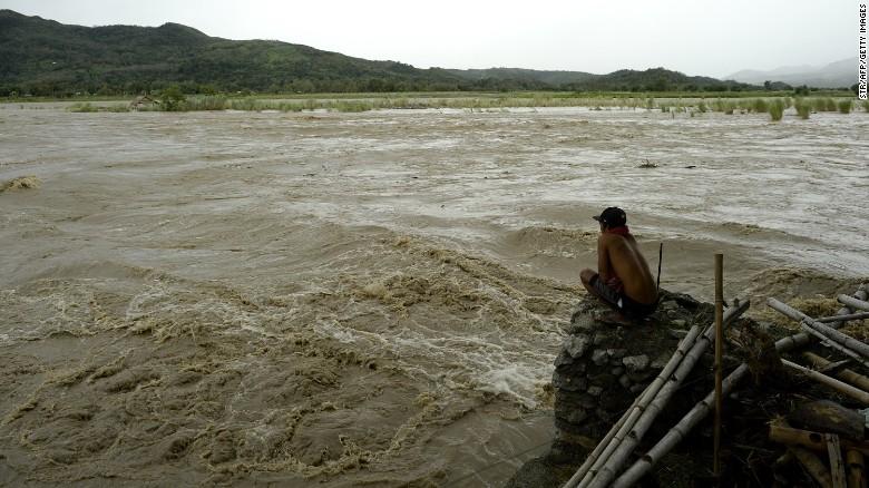 Chùm ảnh: Siêu bão Koppu khiến 20.000 người phải di tán - Ảnh 10