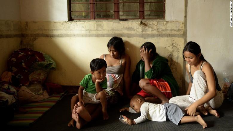 Chùm ảnh: Siêu bão Koppu khiến 20.000 người phải di tán - Ảnh 11
