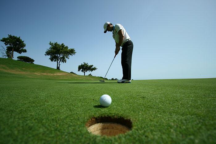Phó thị trưởng Trung Quốc bị sa thải vì chơi golf trong giờ làm  - Ảnh 2