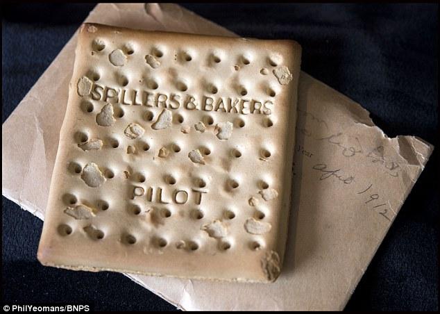 Chiếc bánh quy cuối cùng sót lại trên tàu Titanic trị giá hơn 500 triệu - Ảnh 1